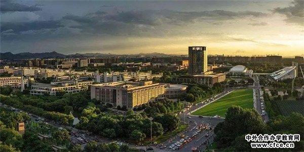 2002年正式更名为哈尔滨工业大学(威海),即哈工大威海校区.